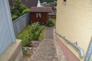 Die Treppe führt zum separaten Eingang der Ferienwohnung